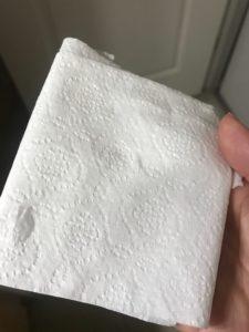 AmazonSOLIMOのトイレットペーパーを重ねた写真