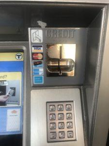 クレジット決済の場合にクレジットを挿入する箇所